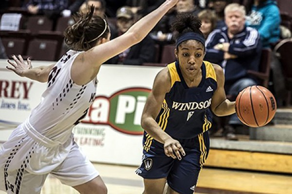 Tyra Blizzard cuts past a defender.