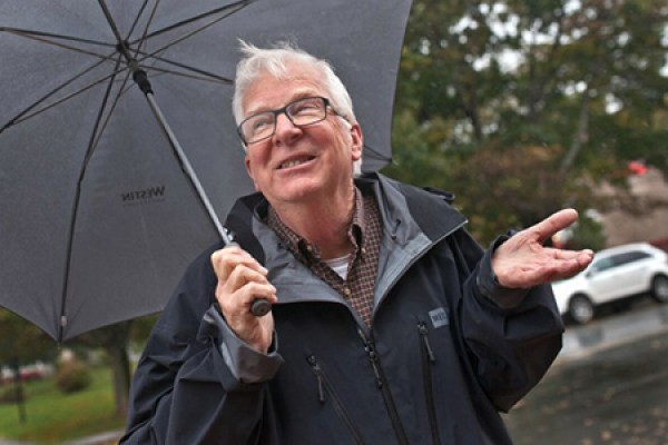 Senior climatologist for Environment Canada and UWindsor alumni David Phillips, O.C. (BA 1966), is one of eight distinguished individuals who will receive honorary degrees during Convocation ceremonies this week.