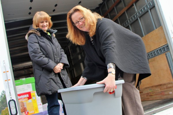Mary Anne Beaudoin helps Pat Roberts load donations