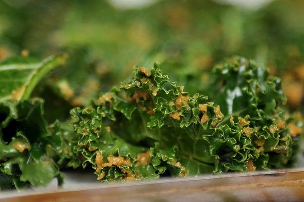 Crisp coated kale chips