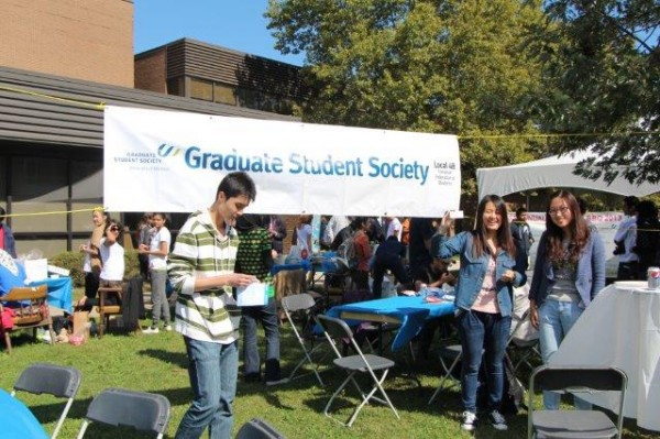 Happy door prize winners at the GSS welcome barbecue